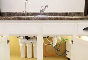 Under sink reverse osmosis system