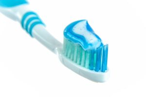 use of tooth paste to remove hard water stains
